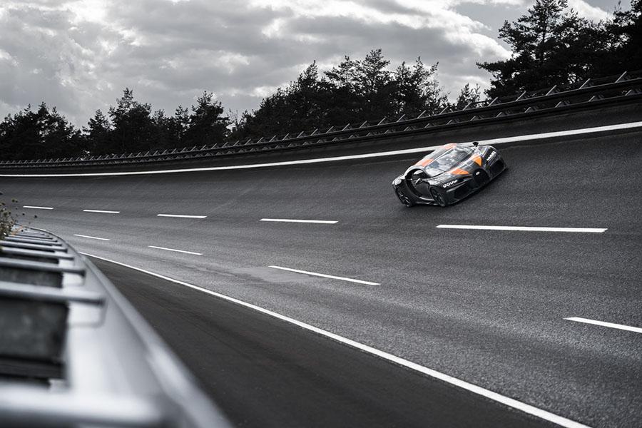 Bugatti Chiron Breaks 300 MPH Barrier