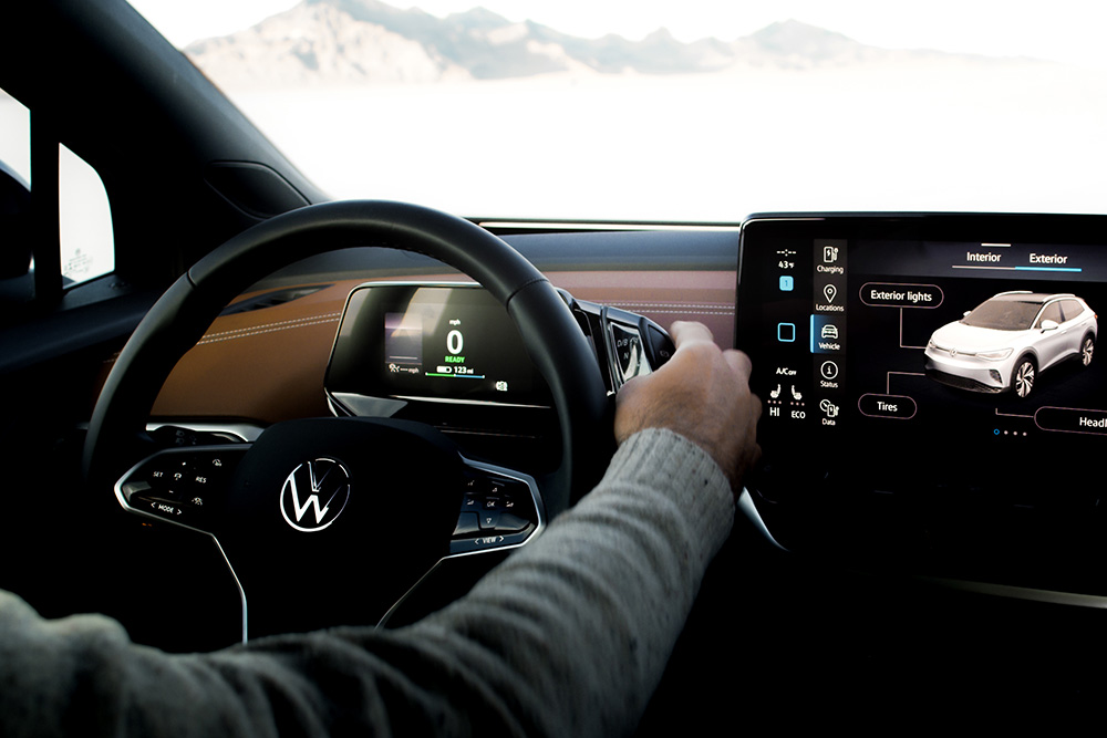 How the Volkswagen ID.4 communicates with light