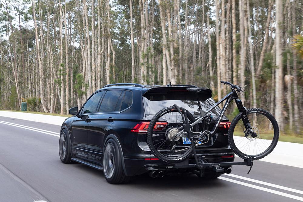 Volkswagen Tiguan SE R-Line Black RiNo Concept