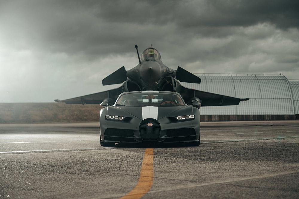Bugatti Chiron Sport and Dassault Rafale Marine Race