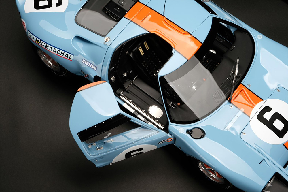 Amalgam Collection Ford GT40 at 1:8 Scale Model