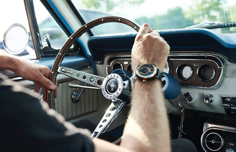 REC Watches Ford Mustang