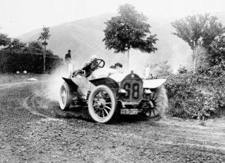 Mercedes-Benz Motorsport Race Addicts Driving Champions